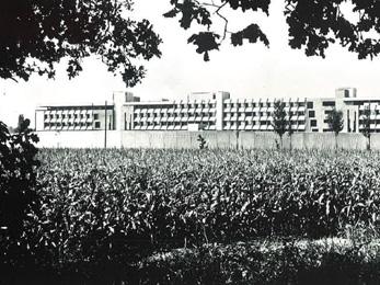Établissements pénitentiaires - 1971-73